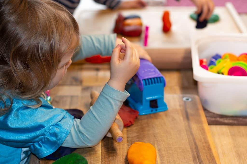 Kneten mit Kindern - Formen erstellen