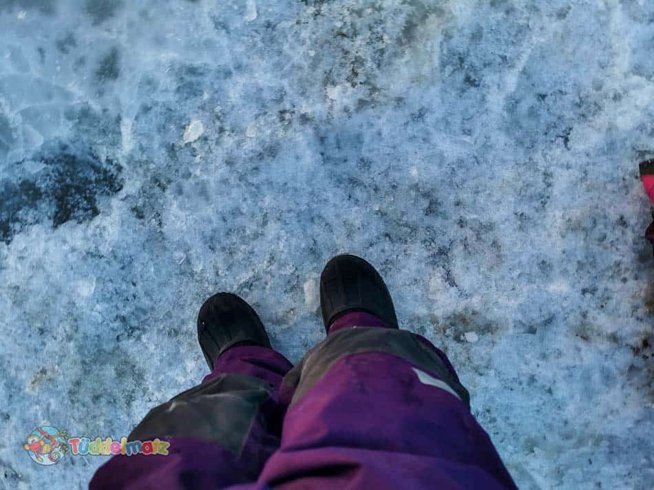 schneeanzug-didriksons-beine-selfie