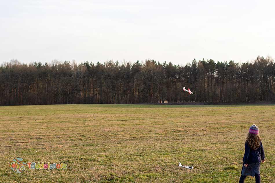 Styropor Flugzeug mit Kind
