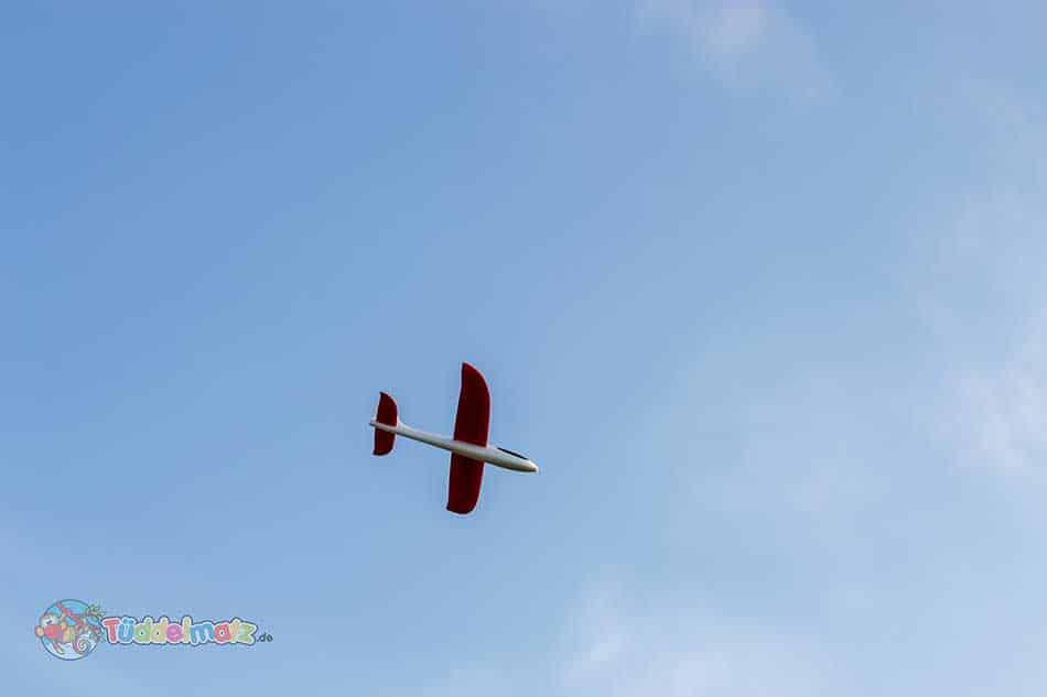 Styropor Flugzeug Test - Wurfgleiter in der Luft