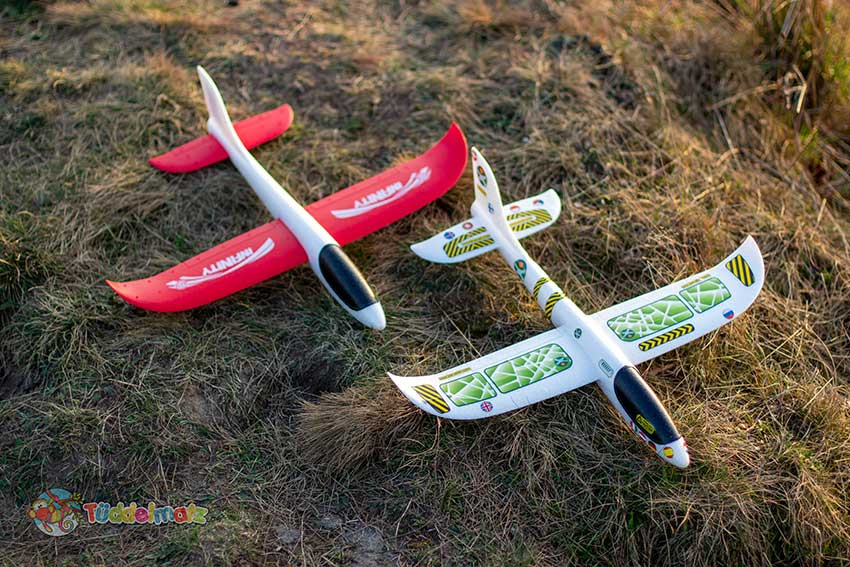 Styropor Flugzeug Test - HABA und Paul Günther nebeneinander