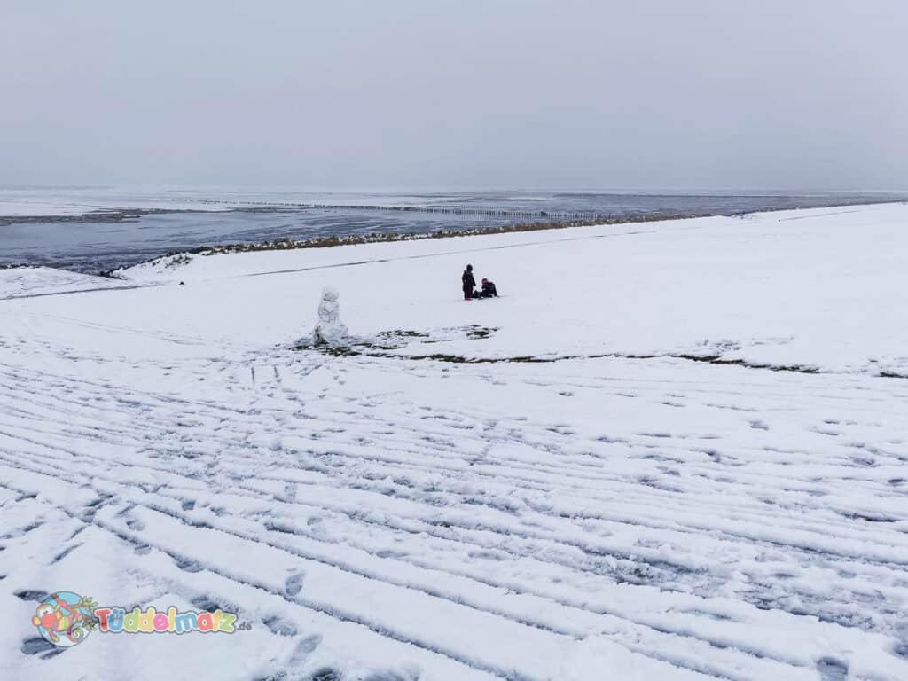 Schnee auf dem Deich während der Mutter-Kind-Kur