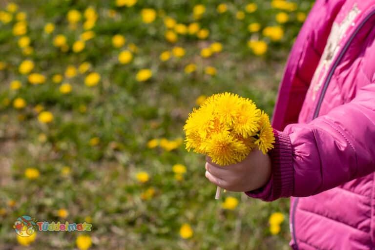 Muttertag Geschenkideen - Kind mit Blumen